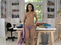 Flawless Bombshell Is Showing Off Her Opened Narrow Honey Po