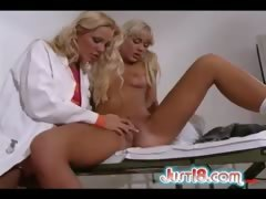See hot blondes Sandy E and Stella Stevens fuck!