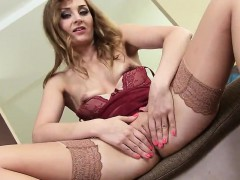 Flirty czech nympho gapes her narrow pussy to the special