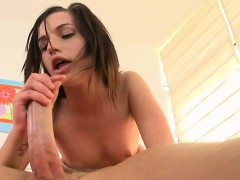 Beauty gives hunk a wicked one-eyed monster sucking session
