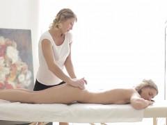 Jessi Gold and Rita Rush intimate lesbosex on massage table