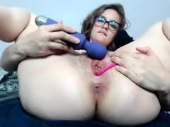 Busty brunette ivana goes solo and toys wet slit