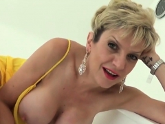 Unfaithful Uk Mature Lady Sonia Shows Off Her Big Hooters