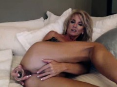 Mature Webcam Whore Dildos Her Pussy Part 5